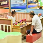 Dad and kid play at narikiri kidzooona